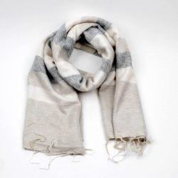 sjaal met verhaal fairtrade sjaal beige creme grijs gestreept fairtrade gemaakt