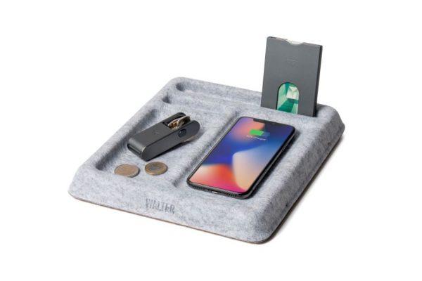 draadloze telefoonoplader en bureaubakje van vilt van het merk Walter duurzame gadget