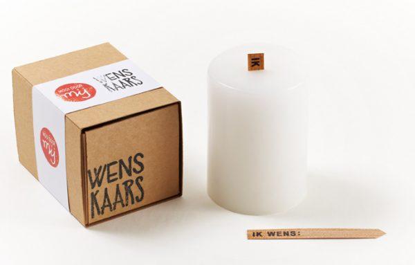 Wenskaars in doosje. Op de lont kan een wens geschreven worden. Leuk als cadeau of relatiegeschenk