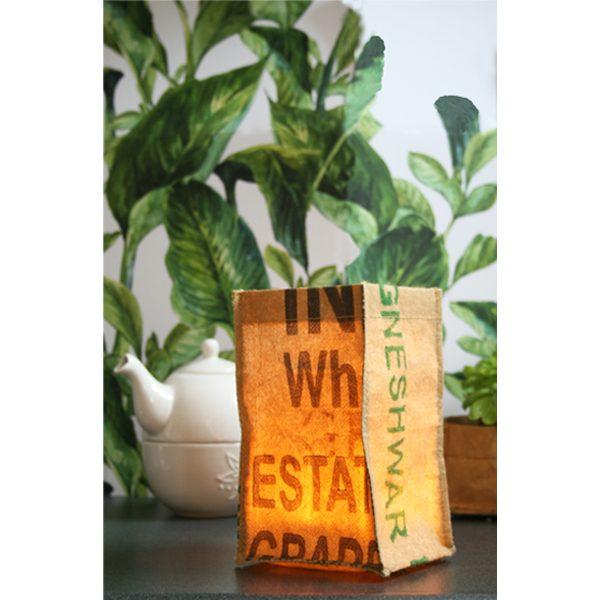 verlichte candlebag bij theepot en plant fairtrade van het merk superwaste