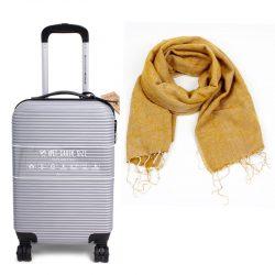 handbagagekoffer in zilver met okerkleurige sjaal duurzaam cadeau pakket