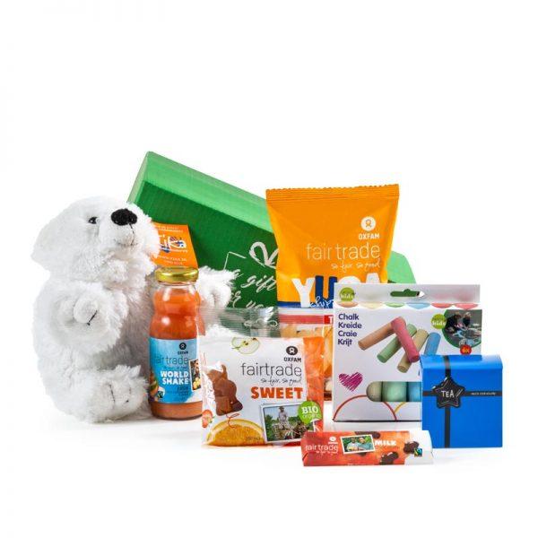 Cadeaupakket en kerstpakket waarvan een deel van de opbrengst naar stichting Kika gaat. met witte knuffel en lekkere producten