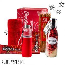 kerstpakket in rode tinten voor mannen met pineut wilde dame