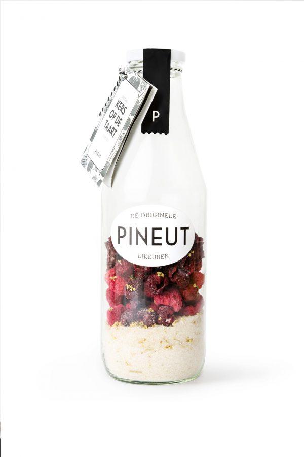 decoratieve fles Pineut Kers op de Taart om zelf je likeur van te maken van het merk pineut