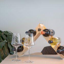 relatiegeschenk wijnkistje wat ook als wijnrek te gebruiken is opengeklapt
