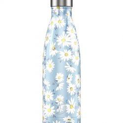 Een thermosfles 500ml van het merk Chilly's Bottle. De fles is lichtblauw en heeft een print van witte daisy flowers