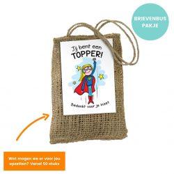 Relatiegeschenk jute cadeau zakje met bloembollen. Op het zakje een kaart van superwoman met tekst: Jij bent een topper, bedankt voor je inzet. Brievenbuspakje.
