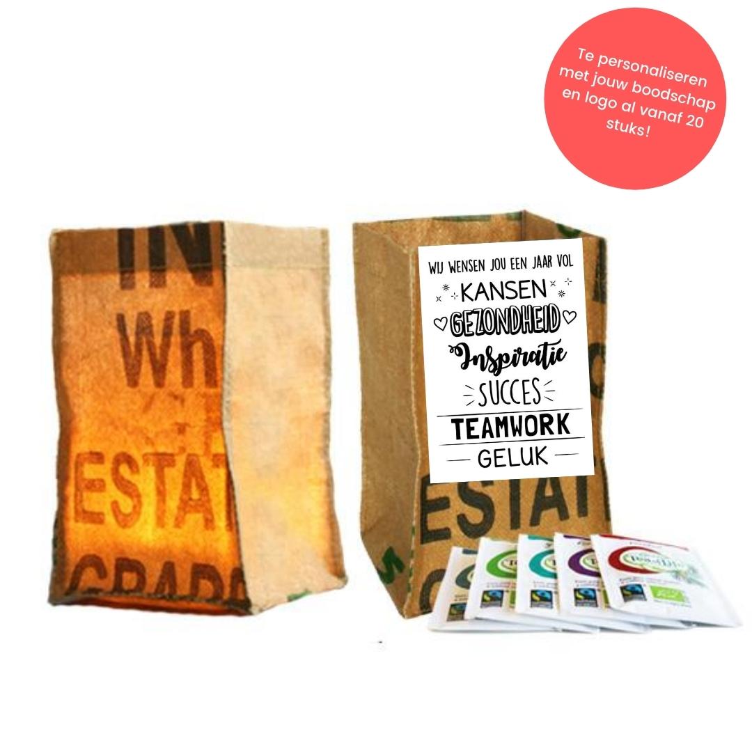 candle bag met thee en kaart voor een nieuw seizoen