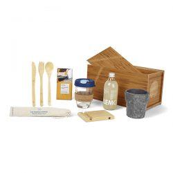 cadeaupakket in een bamboe kistje vol duurzame geschenken