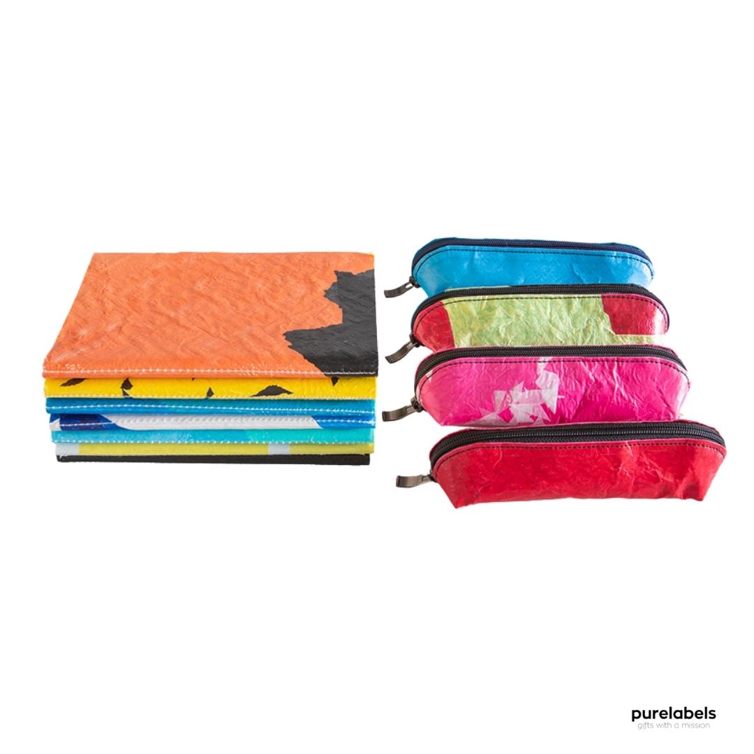 Duurzame notebooks en etuis gemaakt van hergebruikt plastic in vrolijke kleuren