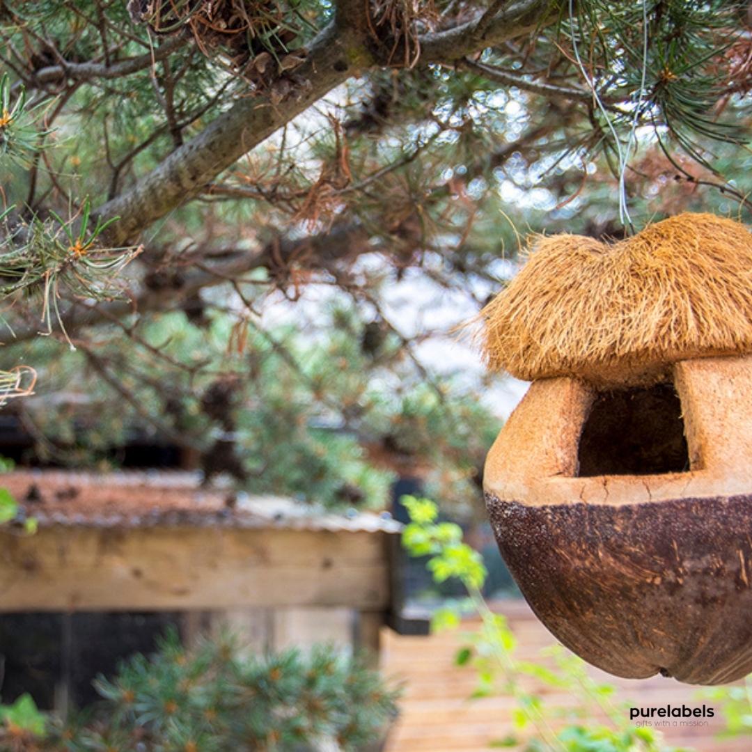 Duurzaam vogelhuisje gemaakt van kokosnoot uit de giftshop van PureLabels